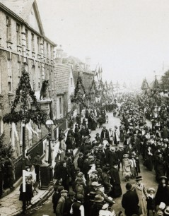 The Shakespeare Birthday celebrations in Old Town, early 20th cent. (by permission of the Shakespeare Birthplace Trust)